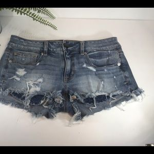 AMERICAN EAGLE OUTFITTERS SHORTIES DISTRESSED SZ 6